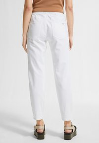 comma casual identity - REGULAR FIT - Tracksuit bottoms - white - 2