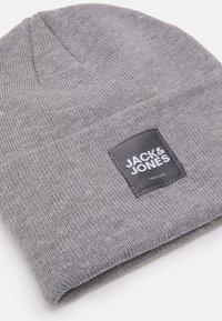 Jack & Jones - JACOTTO LONG BEANIE - Beanie - grey melange - 2