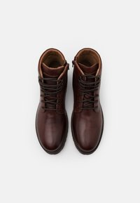 Levi's® - ROBERTS - Lace-up ankle boots - brown - 3