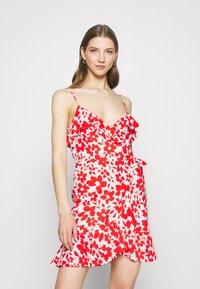 Forever New - BEA RUFFLE MINI DRESS - Robe d'été - ruby - 0