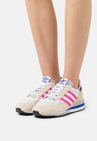 adidas Originals - ZX 500 - Joggesko - white/shock pink/footwear white - 0