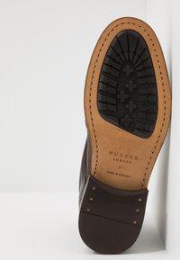 Hudson London - YEW - Botki sznurowane - brown - 4