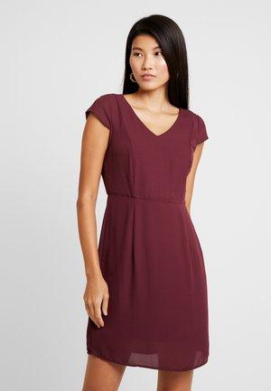 VMMILA CAPSLEEVE SHORT DRESS - Denní šaty - port royale/black