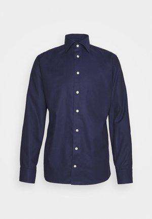 SLIM FINE DOTTED WEAVE SHIRT - Formal shirt - blue