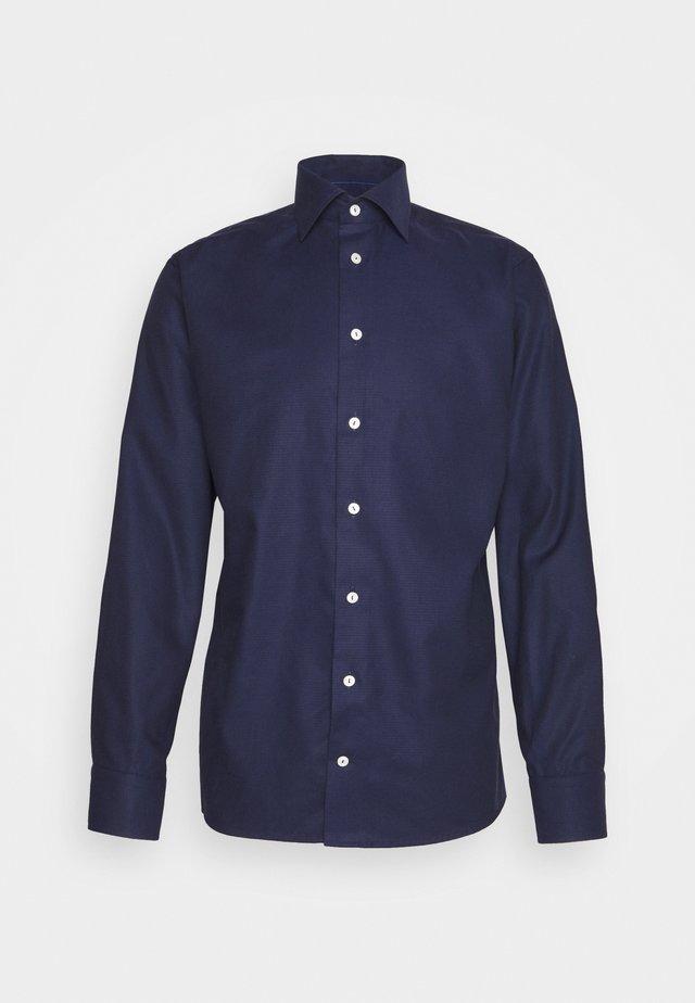 SLIM FINE DOTTED WEAVE SHIRT - Zakelijk overhemd - blue