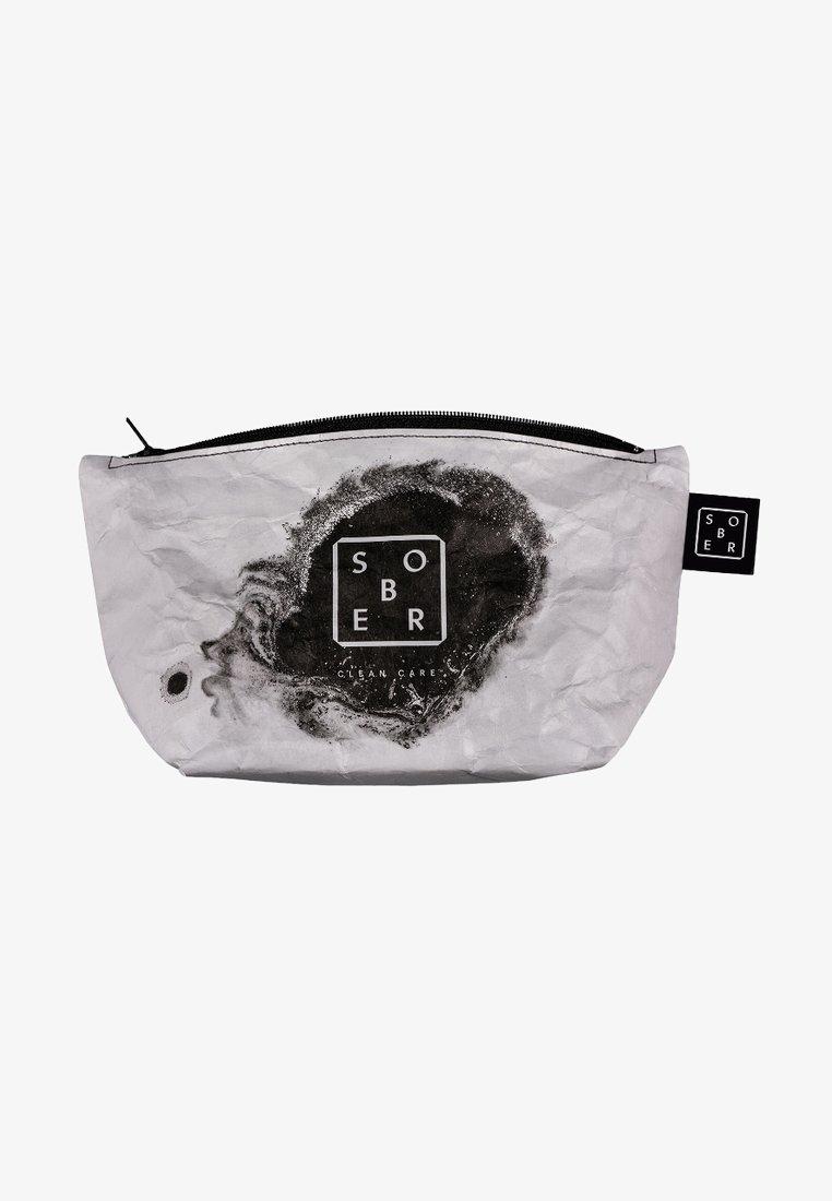 Sober - TRAVEL WASH BAG - Wash bag - white