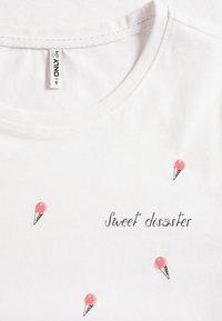 ONLY - ONLKITA LIFE  BOX - T-shirt z nadrukiem - bright white - 2