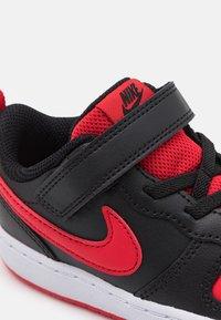 Nike Sportswear - COURT BOROUGH 2 UNISEX - Baskets basses - black/university red - 5