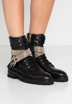 CHAIN ROAD - Cowboy/biker ankle boot - black/gold