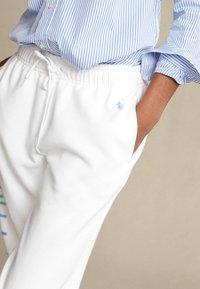 Polo Ralph Lauren - SEASONAL - Tracksuit bottoms - white - 5