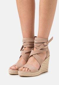 Tamaris - Platform sandals - pepper - 0