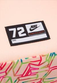 Nike Sportswear - CLASSIC UNISEX - Rucksack - bright mango/crimson tint - 3