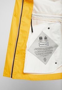 Hunter ORIGINAL - WOMENS ORIGINAL LIGHTWEIGHT RUBBERISED JACKET - Parka - yellow - 6
