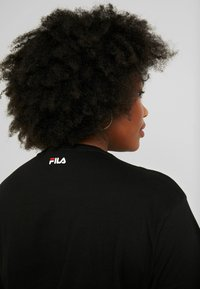 Fila Plus - PURE SHORT SLEEVE - T-shirt con stampa - black - 5