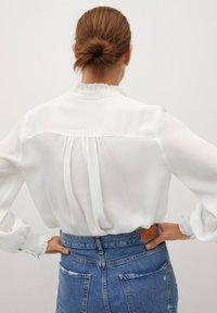 Mango - CACHITO - Button-down blouse - šedobílá - 2