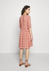 Progetto Quid - DRESS  - Vestido camisero - pink/orange - 2