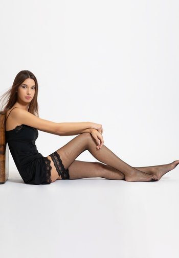 FISHNET HOLD UPS WITH BACK SEAM