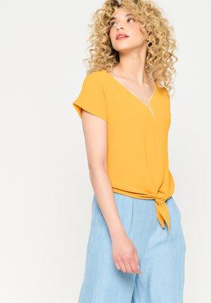 Print T-shirt - ocher