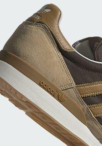adidas Originals - ZX 500 UNISEX - Trainers - hazy beige mesa brown - 9