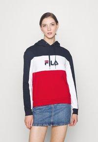 Fila - AQILA BLOCKED HOODY - Felpa - true red/black iris/bright white - 0
