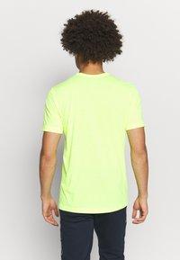 Champion - QUIK DRY  - Camiseta estampada - yellow - 2