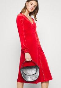 Monki - LOUISA DRESS - Vestido de cóctel - red - 3