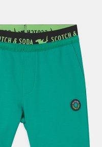Scotch & Soda - TAPE  - Tracksuit bottoms - emerald - 2