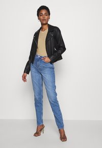 Topshop Tall - MOM CLEAN - Relaxed fit jeans - blue denim - 1