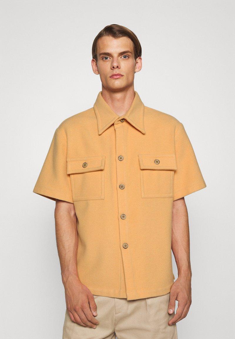 Martin Asbjørn - WILLY SHIRT - Shirt - apricot