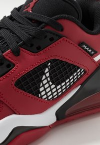 Jordan - MARS 270 LOW UNISEX - Basketball shoes - gym red/white/black - 2