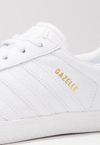 adidas Originals - GAZELLE - Zapatillas - footwear white - 5