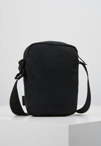 Carhartt WIP - PAYTON SHOULDER POUCH UNISEX - Taška spříčným popruhem - black/white - 2