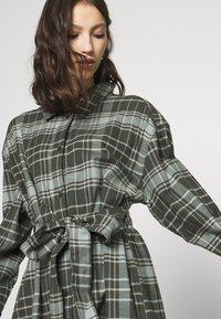 Weekday - GIGI DRESS - Shirt dress - green - 4