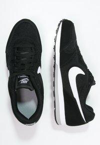 Nike Sportswear - MD RUNNER 2 - Trainers - schwarz - 1