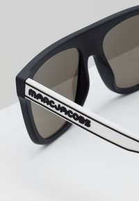 Marc Jacobs - Occhiali da sole - matt black - 4