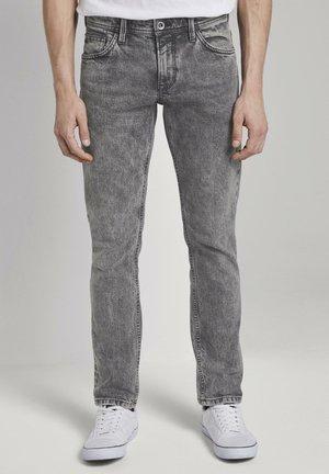 TOM TAILOR DENIM JEANSHOSEN AEDAN STRAIGHT JEANS MIT SCHLÜSSELAN - Slim fit jeans - used light stone grey denim