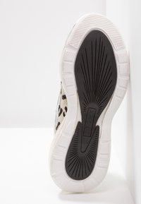 Bronx - BUBBLY - Sneakers laag - white/black - 6