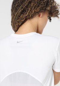Nike Performance - MILER - T-Shirt print - white - 3