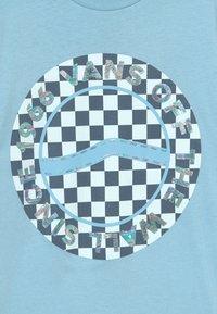 Vans - AUTISM AWARENESS BOYS - Triko spotiskem - dream blue - 3