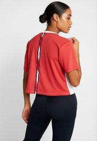 Tommy Sport - BOXY SHORT SLEEVE - Camiseta estampada - red - 2