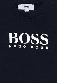BOSS Kidswear - Print T-shirt - marine - 2