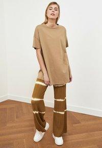 Trendyol - Basic T-shirt - beige - 1