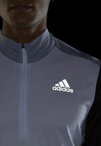adidas Performance - OWN THE RUN RUNNING 1/2 ZIP SWEATSHIRT - Sweatshirt - grey - 5