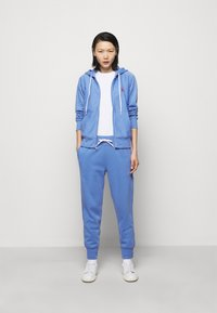 Polo Ralph Lauren - FEATHERWEIGHT - Tracksuit bottoms - harbor island blu - 1