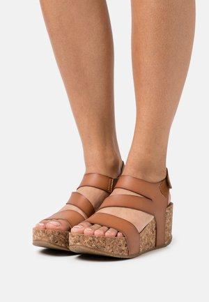 VEGAN LEELEE - Sandály na platformě - arabian sand dyecut