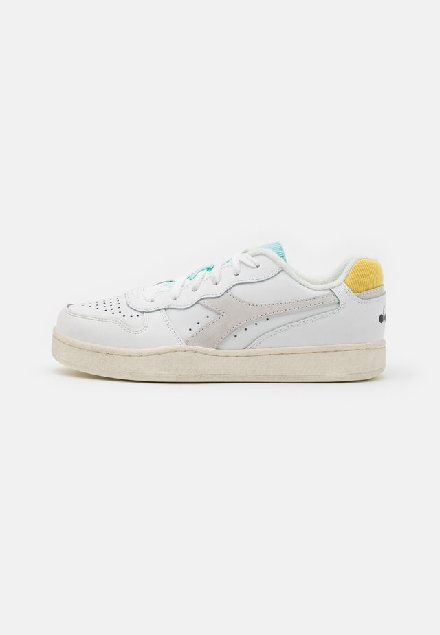 BASKET ICONA  - Sneakers laag - white/goldfinch/blue tint