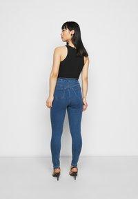 Missguided Petite - VICE HIGHWAISTED SLASH KNEE - Jeans Skinny Fit - blue - 2