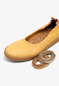 Oa non fashion - Ankle strap ballet pumps - yellow - 5