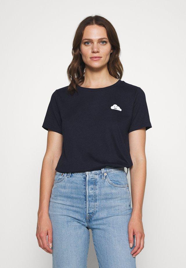 SHORT SLEEVE FRONT PRINT - Print T-shirt - scandinavian blue
