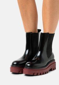 Calvin Klein Jeans - FLATFORM MID CHELSEA BOOT - Platform ankle boots - black /raspberry juice - 0